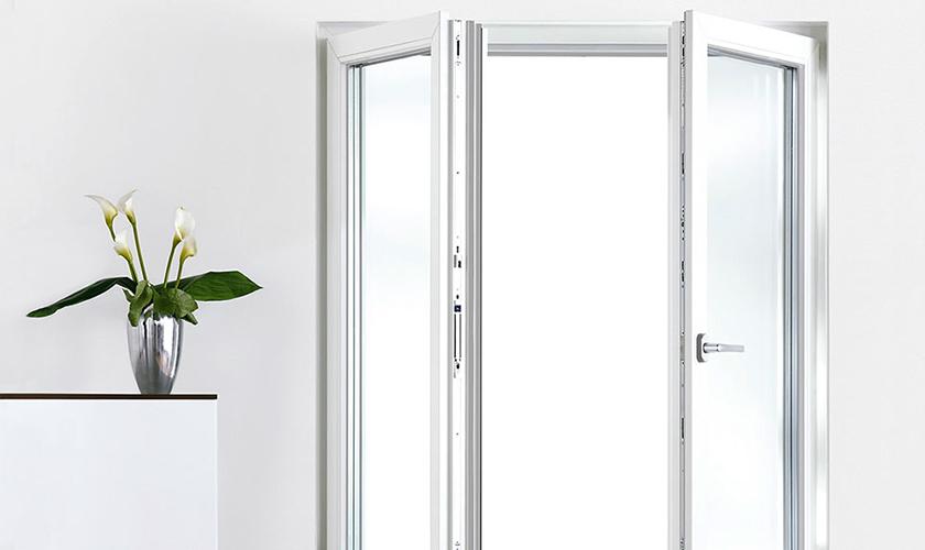 Offenes fenster holz  Holger Stoos GmbH, Steinau-Marjoß | Produktübersicht REHAU-Fenster